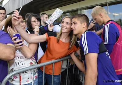 Les supportrices d'Anderlecht otn la chance de remporter des prix uniques grâce au  #RSCAwomensday