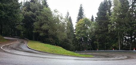 Photo: Lacets dans le col du Platzenwazel. Remarquez la très forte pluie qui tombe.
