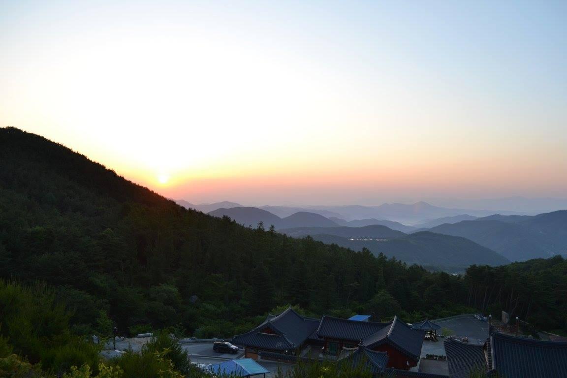 L'image contient peut-être: ciel, montagne, plein air et nature