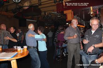 Photo: met een dansje en een biertjeM