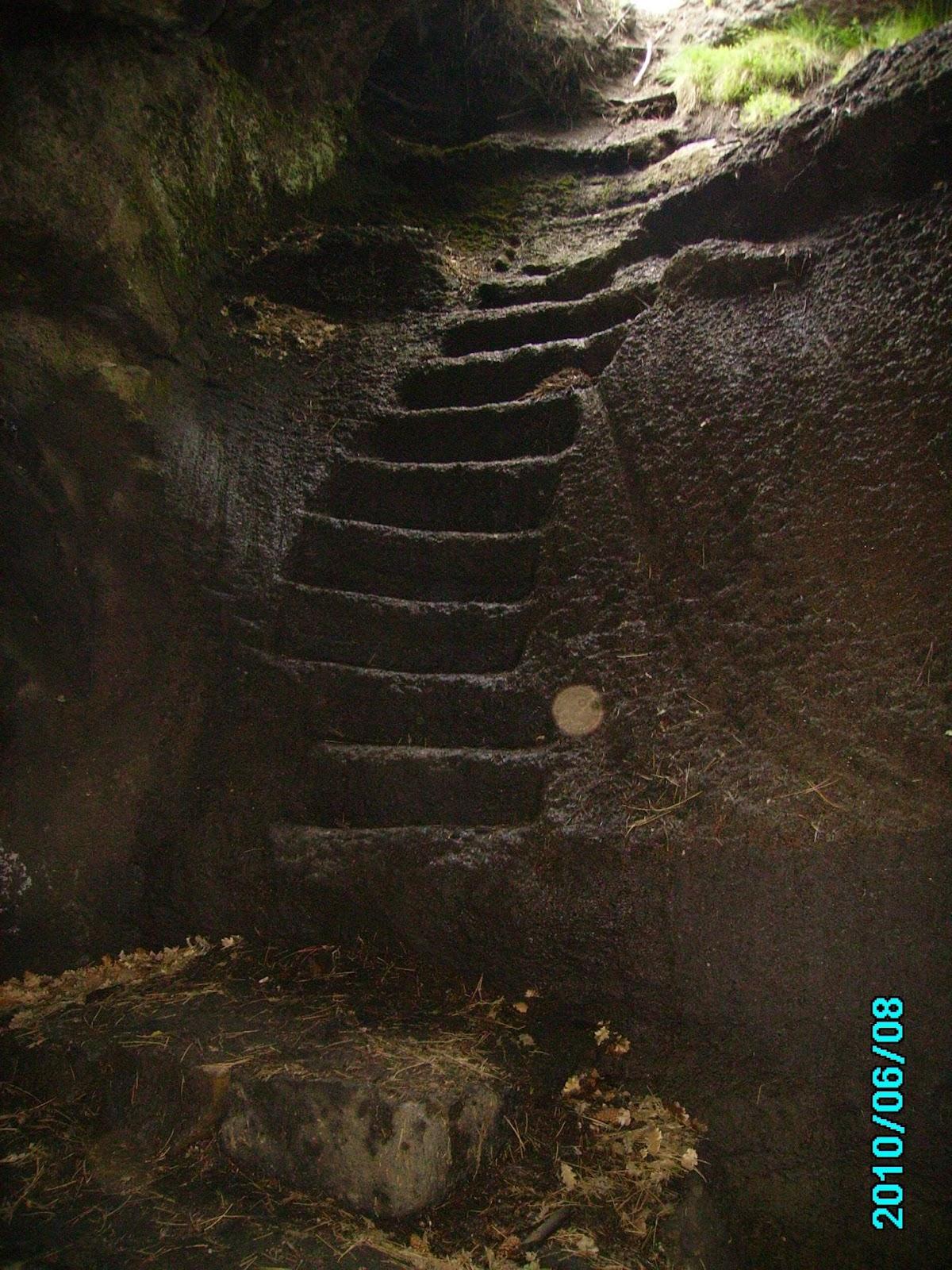 F:\FOTO\Foto elettroniche di Pietro\2010.06.08.10. Etna, Grotta dei Ladroni..JPG