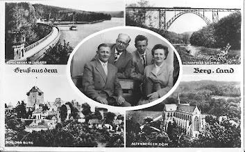 """Photo: 1960:  Het is leuk om wat te vertellen over deze ansichtkaart  waar mijn oom en tante opstaan! Zij kregen deze kaart namelijk opgestuurd een week na hun vakantie  """"vakantie werd hun aangeboden'' leuke uitstapjes werden er gemaakt, het verblijf was in een prachtige villa van de familie uit Bochum in Duitsland. Jaren zijn het hun badgasten geweest. Ze hebben hun ogen uitgekeken """"zoveel luxe voor die tijd'' ook werden ze met van alles enorm verwend. De man links boven waar ze hadden gelogeerd was directeur van een grote staalfabriek. Mijn tante kon het nooit begrijpen sinds ze  bij die familie waren geweest, dat ze zoveel plezierige jaren in hun kleine eenvoudige huisje hadden beleefd in Egmond aan Zee met het hele gezin."""