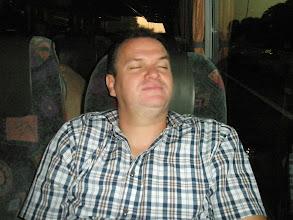 Photo: vroeg vertrokken !! nog effe bijslapen in de bus