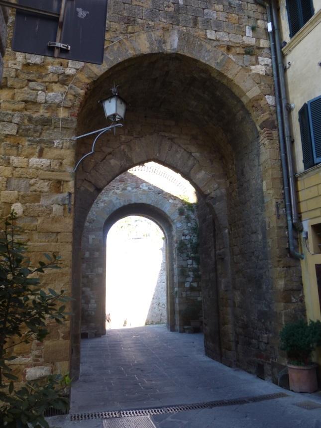 C:\Users\Gonzalo\Desktop\Documentos\Fotografías\La Toscana\103_PANA\103_PANA\P1030541.JPG