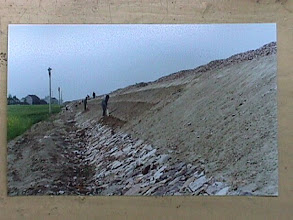 Photo: CHN-RY14 China - Railroad stabilization. The site was a raised embankment, mainly sandfill, very difficult to compact and stabilize. Here workmen prepare the slope surface for vetiver hedge planting.