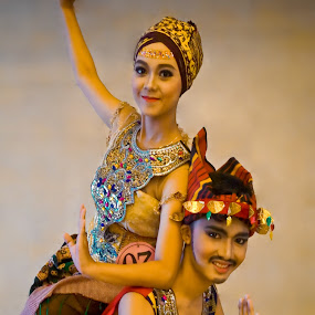 Tradional Dancers by M Thantowi - People Musicians & Entertainers