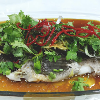 Cantonese Style Steamed Fish (粤式蒸鱼)