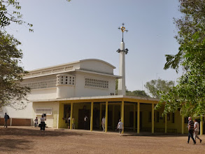 Photo: Sn2C0302-160203KeurMoussa, Abbaye, église, extérieur avec parvis P1040742