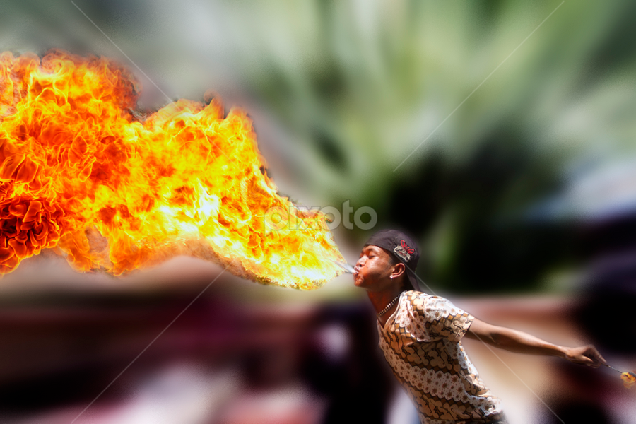 sembooorrrrrrr by Eko Hernowo - People Street & Candids ( indonesia, debus, performer, jaranan, people, entertainer, fire )