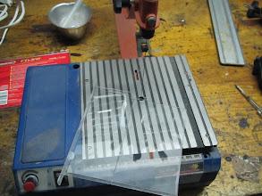 Photo: Tomo medidas y corto con una sierra de marquetería y un hilo fino de sierra