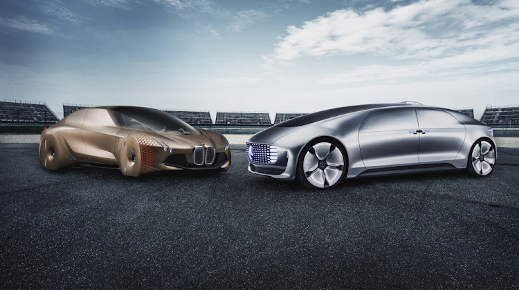 German car makers Daimler and BMW say they are teaming up to develop autonomous driving technology.