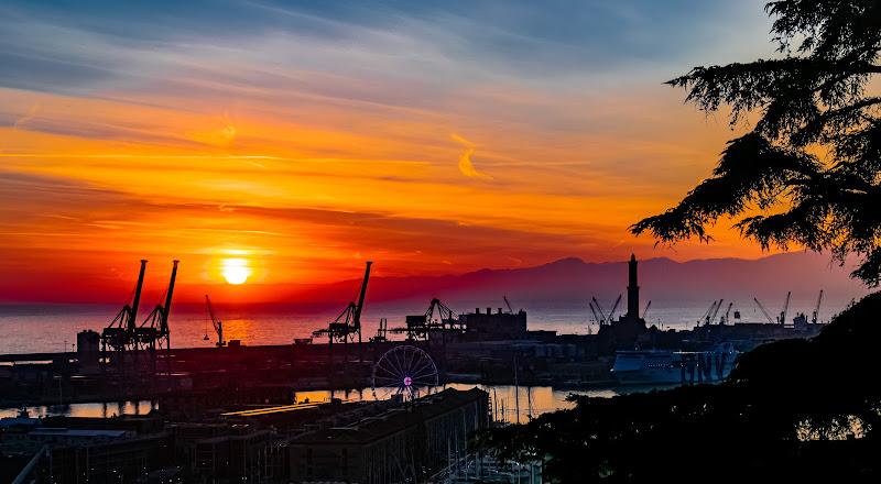L'arancio del caldo tramonto genovese di BeatriceCapone69