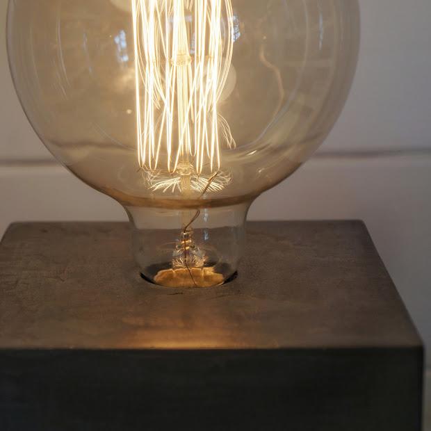 Ampoule globe à filaments style Edison