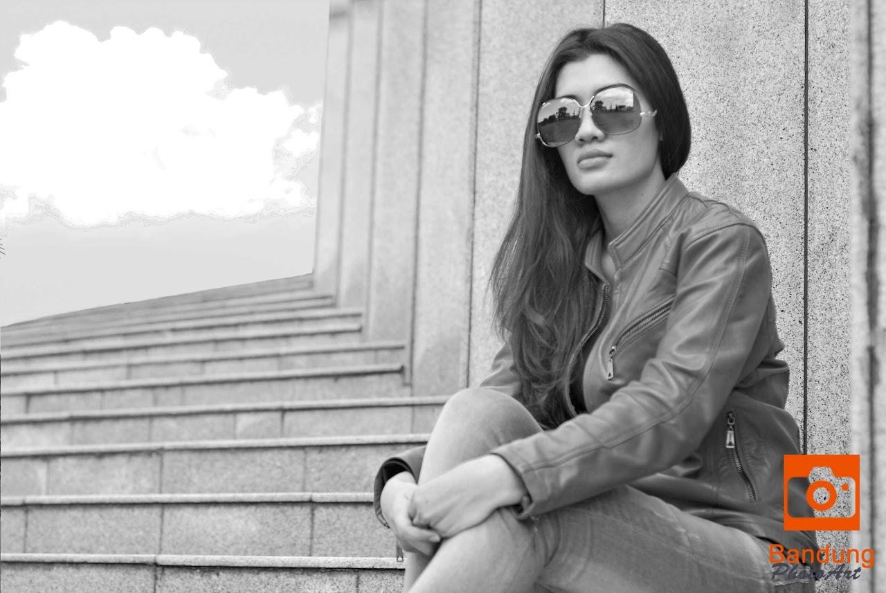 fotografi model, pemotretan model di tangga, jasa fotografer bandung