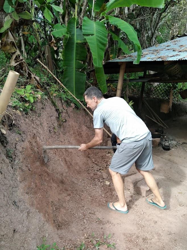 材料となる土を削る
