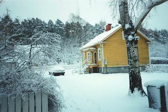 Photo: 1995 Sopukatu 14 aamulla, äitienpäivän lumisatoa