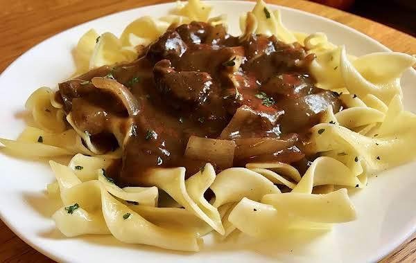 ~ Tender Beef & Gravy Over Buttered Noodles ~