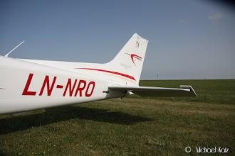Photo: NRO storkoser seg i England.