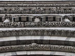Photo: Szent Márton templom homlokzata békaperspektívából