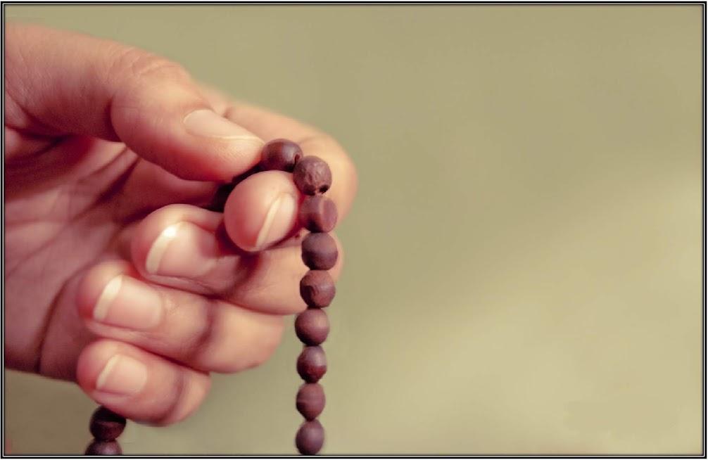 তসবির মাধ্যমে তাসবিহ পড়া