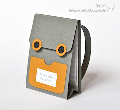 Photo: http://bettys-crafts.blogspot.com/2013/09/rucksack-tischkartchen.html
