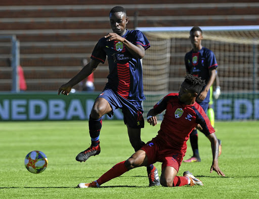 Nation Ndlovu of TS Galaxy evades a tackle from Nkululeko Tshangane of Jomo Cosmos.