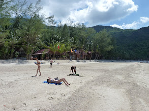 Photo: Ko Phangan - Bottle beach, crowded after arrival of daytrippers