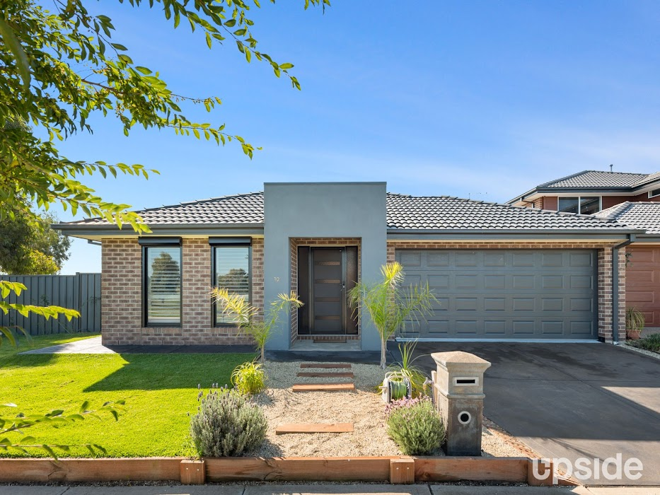 Main photo of property at 10 Asteria Crescent, Cranbourne West 3977