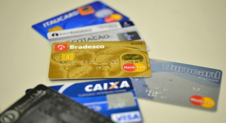 País tem 255 milhões de cartões de crédito e de débito – Angelo Rigon