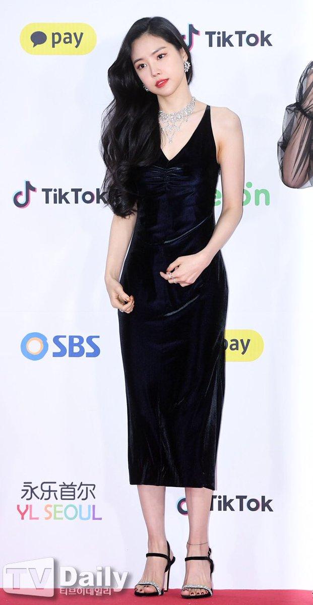 naeun gown 17