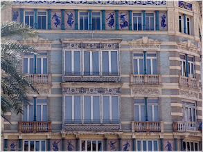 Photo: Edificio Monforte ( Antiguos almacenes La Isla de Cuba) . Valencia http://www.viajesenfamilia.it/