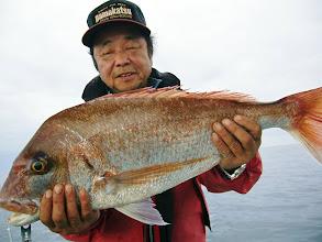 Photo: エシマサンはこっそりデカ真鯛釣ってました! 5kgぐらいでしたかねー?