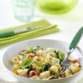 Tortellini met Italiaanse groenten in kaassaus