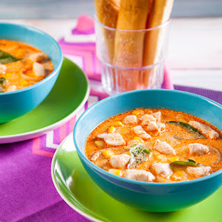 RED CURRY CHICKEN WITH SOUR CREAM DIP