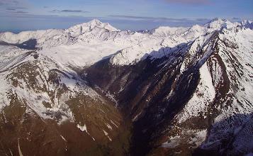 Photo: Vallée d'Isaby devant et pic de Montaigu derriére.