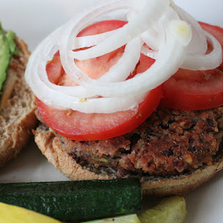 BBQ Kidney Bean & Quinoa Burgers. #Vegan.