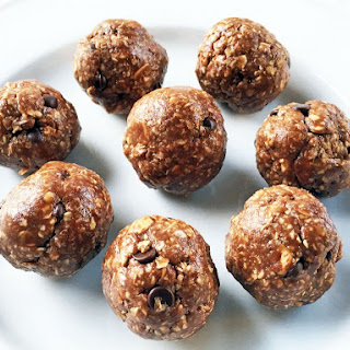 Chocolate Peanut Butter Energy Balls