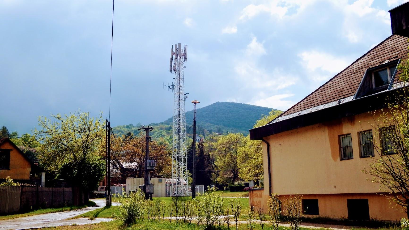 Dömös/Árpád telep - helyi URH-FM adóállomás