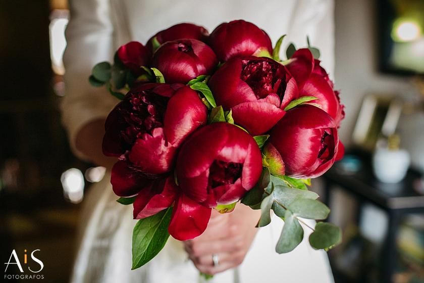 Elegir un ramo de novia de Dilo con una flor