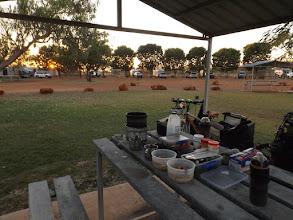Photo: 7:26 Uhr: Umzingelt von Campingmobilen