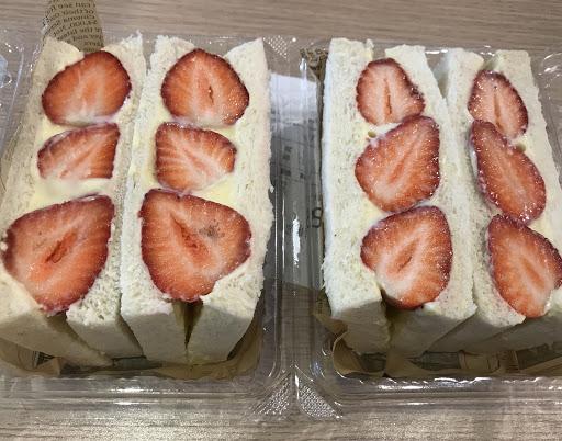 早堂 手作早餐 推薦:草莓卡卡超好吃 聞名而來 真的要來吃草莓卡卡三明治💕