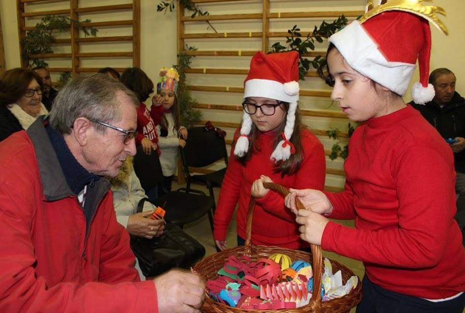 """Idosos e crianças partilham afetos na """"Festa dos Reis"""""""