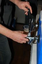 Photo: Les profits du bar sont remis aux étudiant de l'AÉGUL