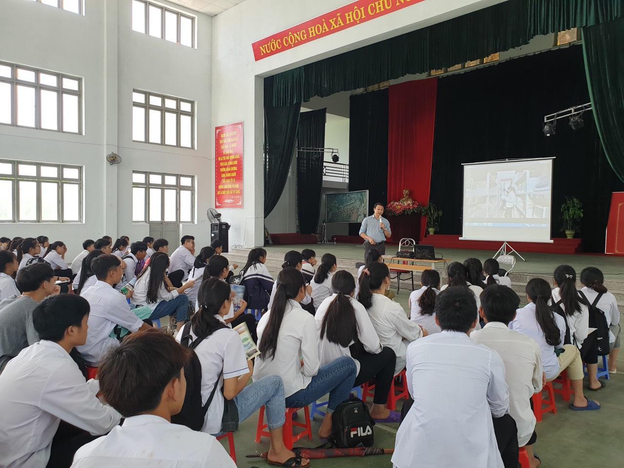 Công tác tuyên truyền tuyển sinh năm 2020 của Phân hiệu Đại học Thái Nguyên tại tỉnh Lào Cai ở huyện Than Uyên – Lai Châu