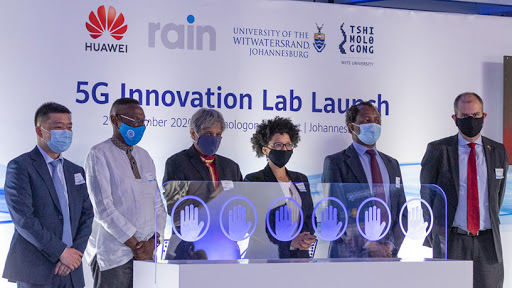 From left to right: Huawei Southern Africa VP Yang Chen; Rain non-executive chairman Phumlani Moholi; Wits University outgoing VC professor Adam Habib; Tshimologong CEO Lesley Williams; incoming VC of Wits University professor Zeblon Vilakazi; and DDG in the Department of Science and Innovation Daan du Toit.
