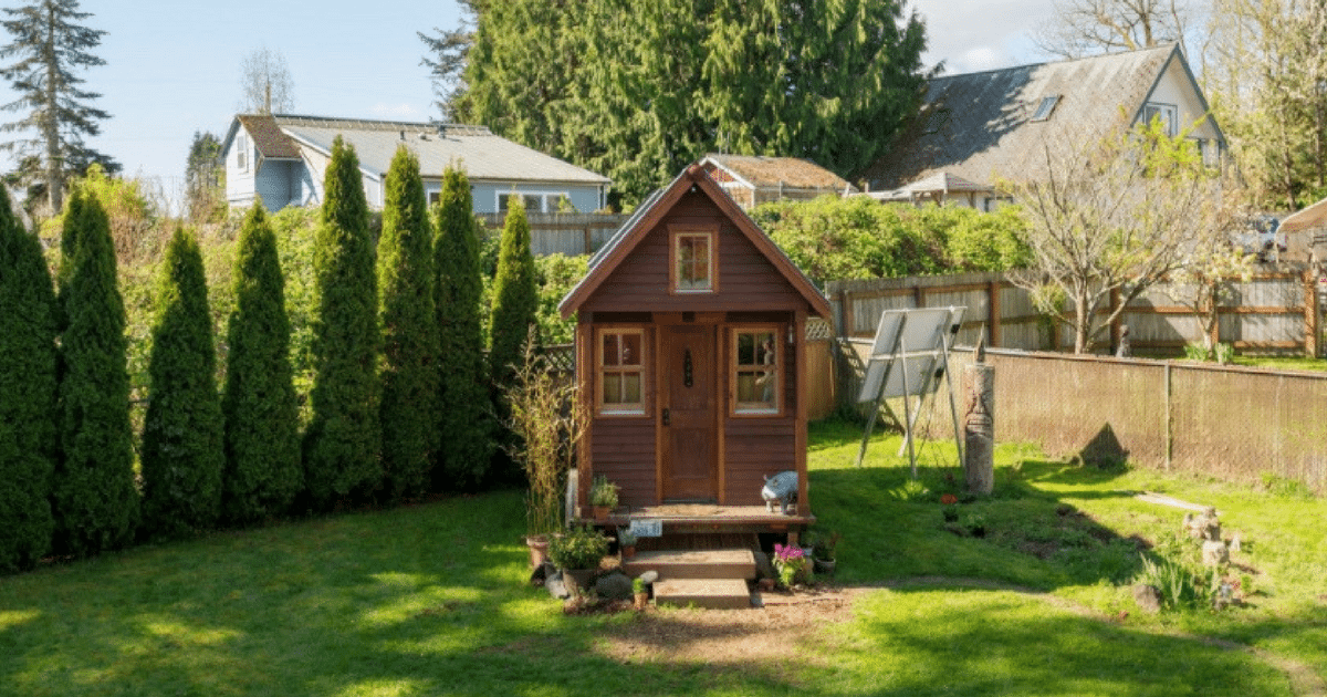 Woman Sold Her 3-Bedroom House To Move Into 84-Square-Feet, See How She Makes It Work