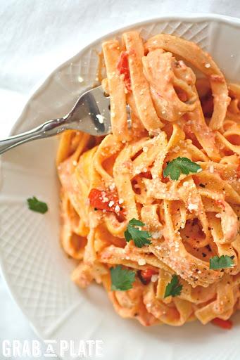 Roasted Red Pepper Fettuccine Alfredo #MeatlessMonday