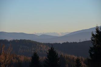 Photo: Krótki spacer po obiedzie na zachód słońca na Potrójną. Parkujemy z Łukaszem na Kocierzy i po rekordowych 50 min jesteśmy na Potrójnej ;) Od razu w oczy rzucają się Tatry :)