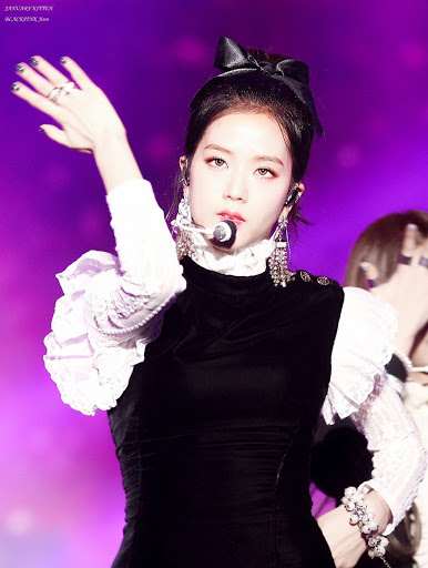 jisoo black and white