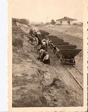 Photo: Polish (Jewish?) women building a road, 10-2-40